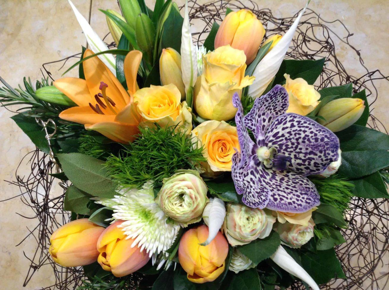 livraison fleurs bordeaux bouquet rond naissance fleurs de saisons Réalisation Carré Roses fleuriste Bordeaux