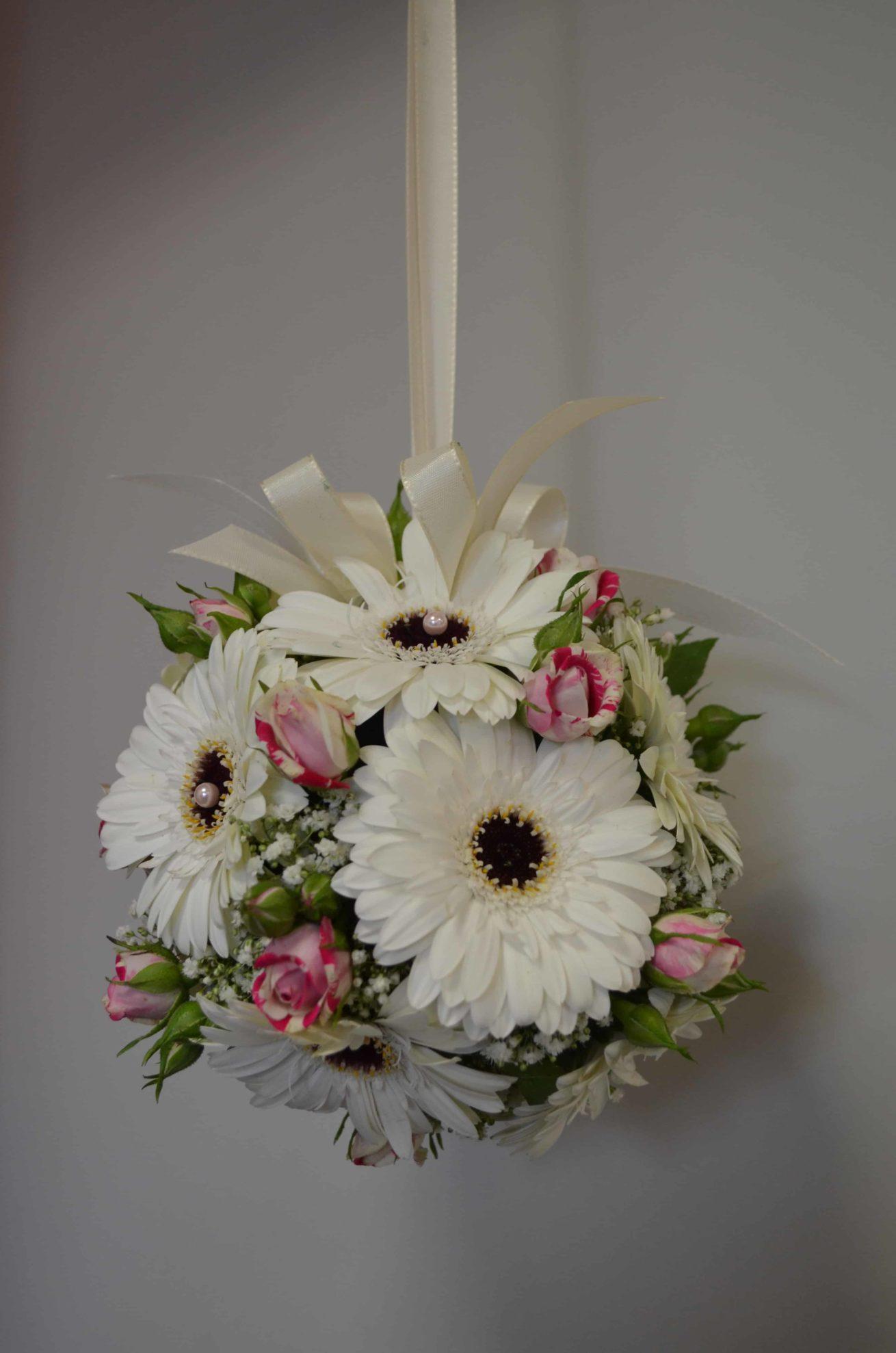 Fleuriste mariage Bordeaux Bouquet de mariée suspendu mignardises gypsophile et germinis Réalisation Carré Roses Artisan Fleuriste Bordeaux Bègles Floirac