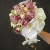 Fleuriste mariage Bordeaux Bouquet de mariée roses et orchidée Réalisation Carré Roses Artisan Fleuriste Bordeaux Bègles Floirac
