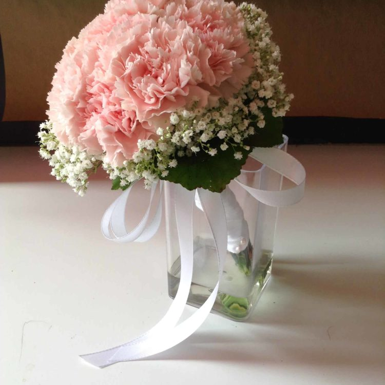fleuriste-mariage-bordeaux-begles-floirac-carré roses -bouquet de mariée bouquet de demoiselle d'honneur bouquet champêtre bouquet rond bouquet suspendu bouquet de roses roses anciennes gypsophile orchidée callas