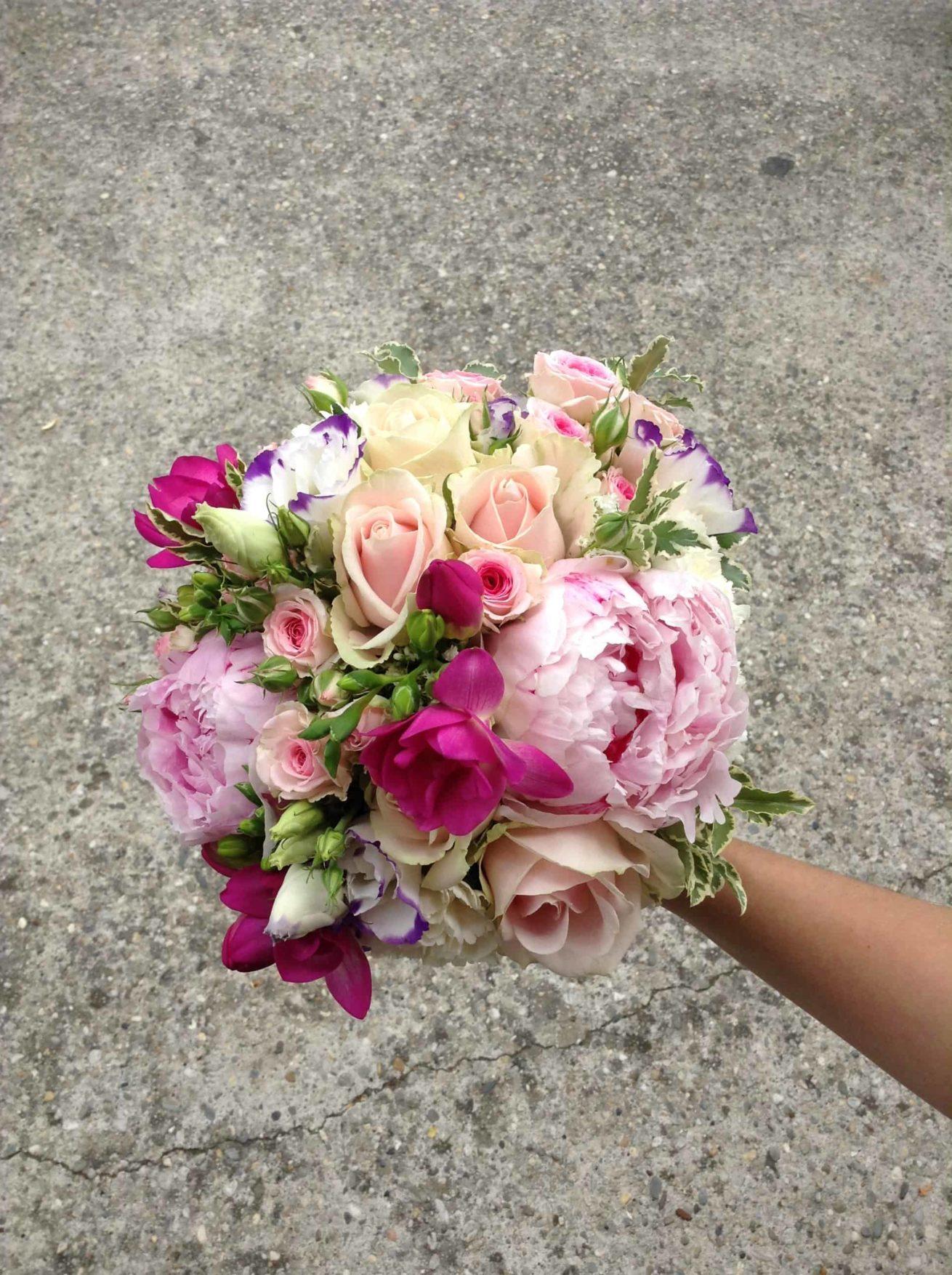 Fleuriste mariage Bordeaux Bouquet de mariée pivoines roses Réalisation Carré Roses Artisan Fleuriste Bordeaux Bègles Floirac