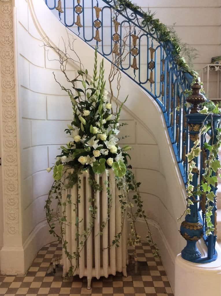 décoration-mariage-carre-roses-bordeaux-8