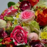 fleurs deuil bordeaux dernier hommage deuil-carre-roses-bordeaux-1