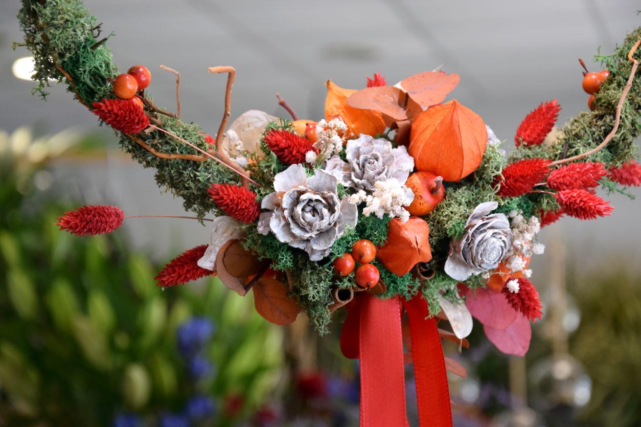 cours art floral bordeaux couronne de fleurs séchées atelier réalisation carré Roses fleuriste bordeaux floirac bègles
