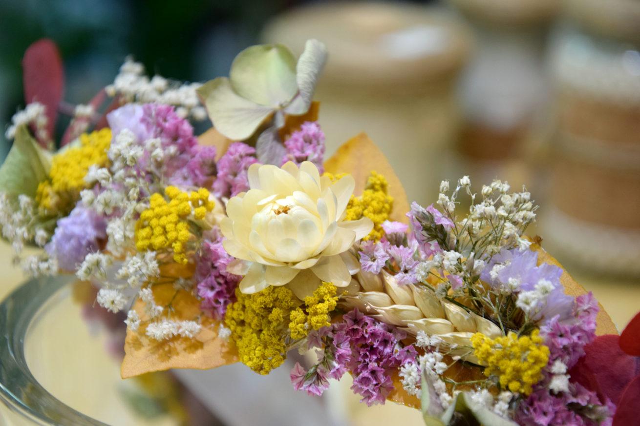 cours art floral bordeaux couronne de tête fleurs séchées mariage atelier réalisation carré Roses fleuriste bordeaux floirac bègles