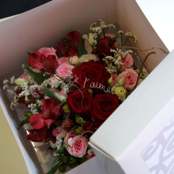 bouquet amour roses rouges bordeaux